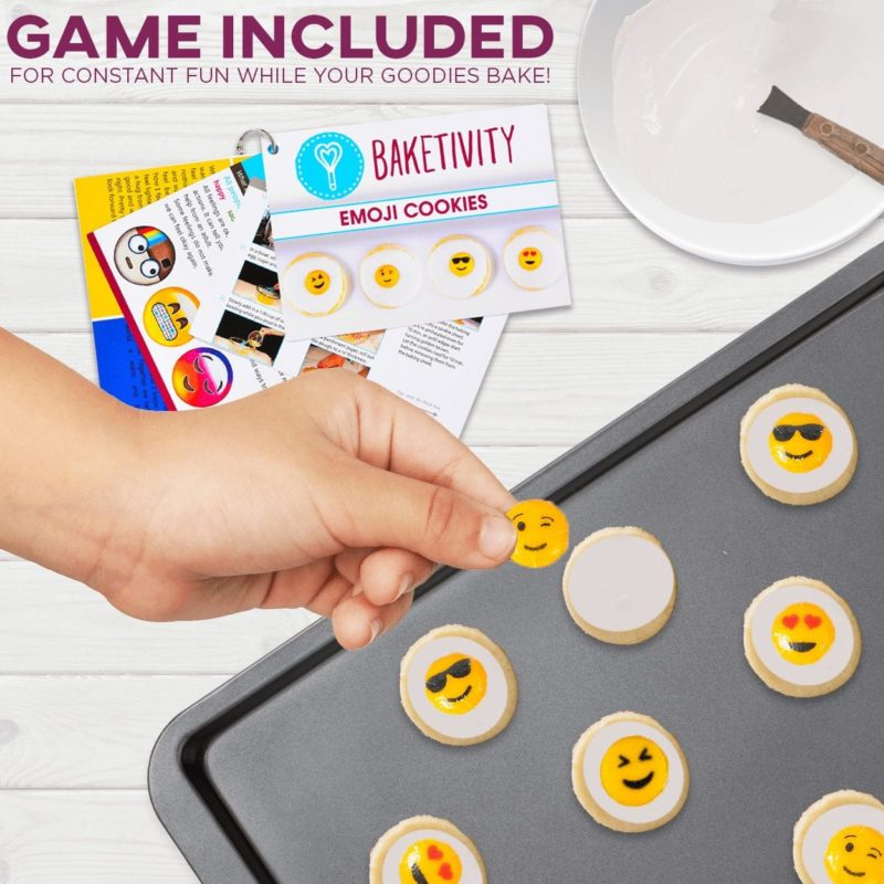 EMOJI COOKIES BAKING KIT
